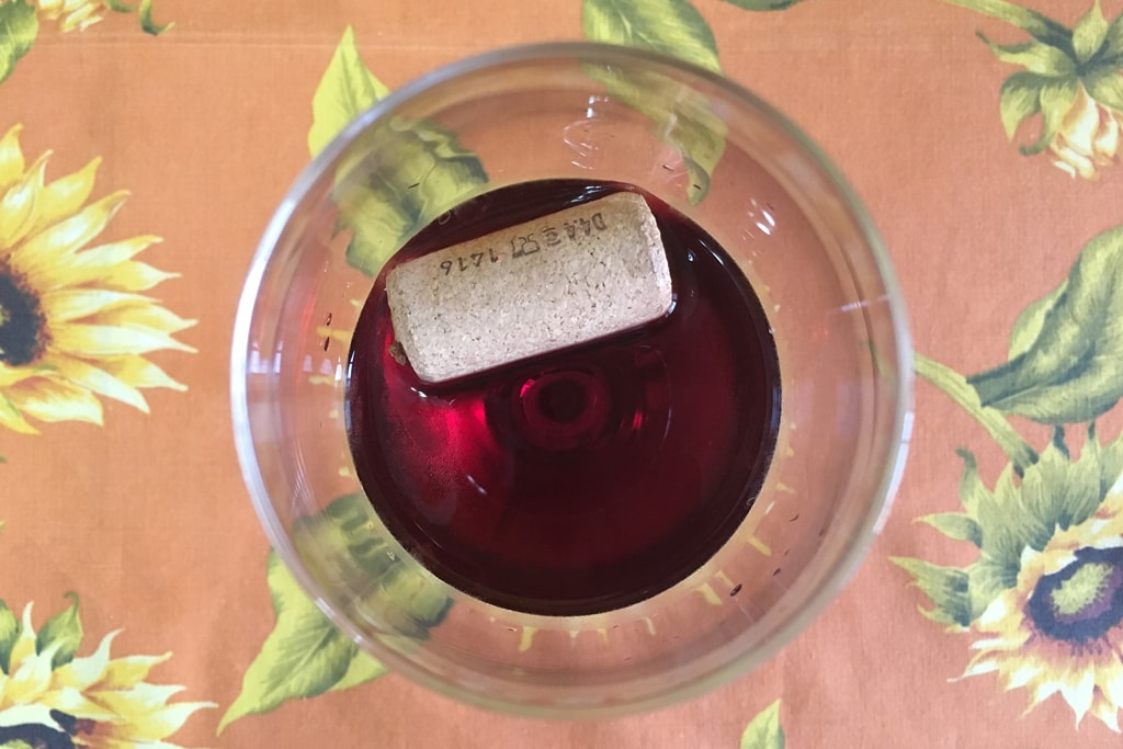 Cork in the red wine 01