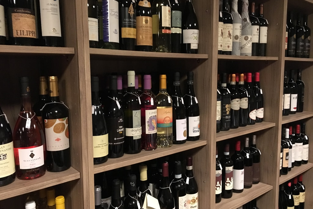 Taglieri bicchieri wine bar inside