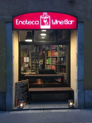 Taglieri bicchieri wine bar outside