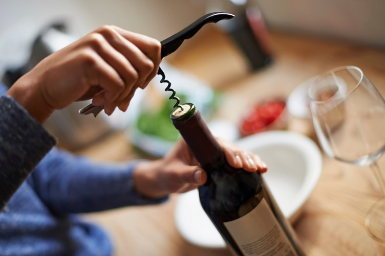 7-tips-better-wine-tasting_open-wine-bottle