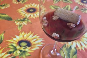Cork in the red wine 02