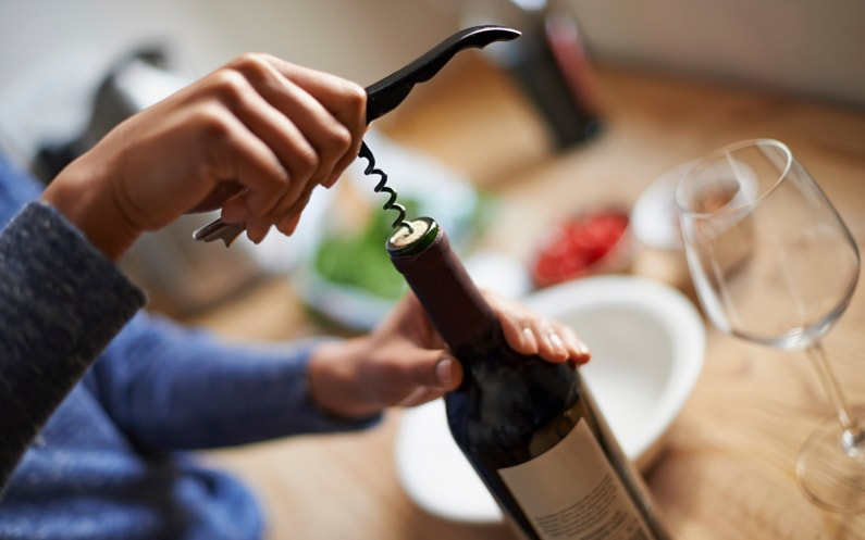 7-tips-better-wine-tasting_open-bottle
