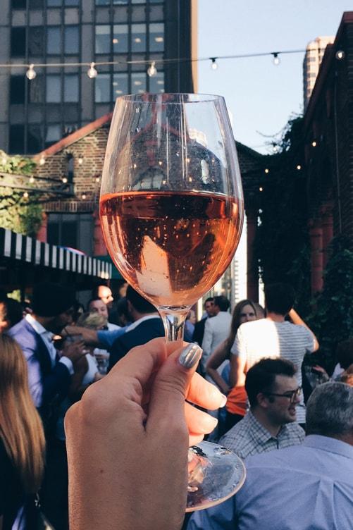 wine-lover-in-new-york_rose-glass